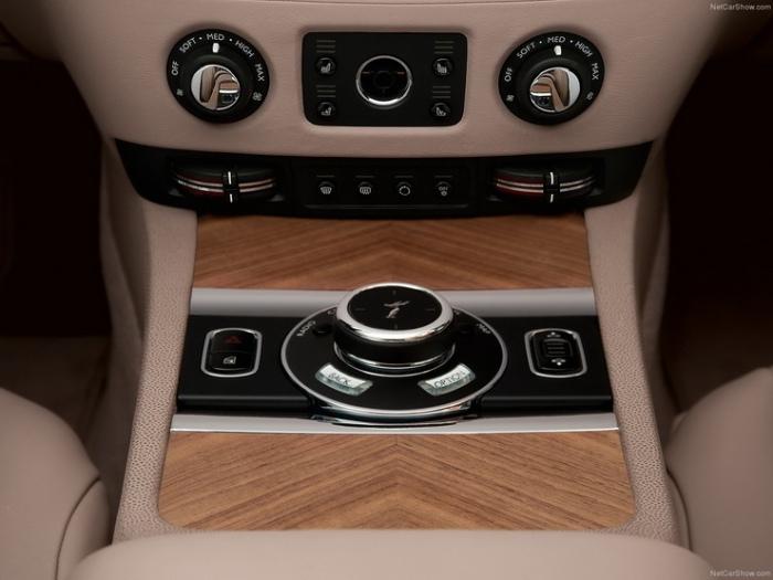 Rolls-Royce-Wraith_2014_1600x1200_wallpaper_0d_resize